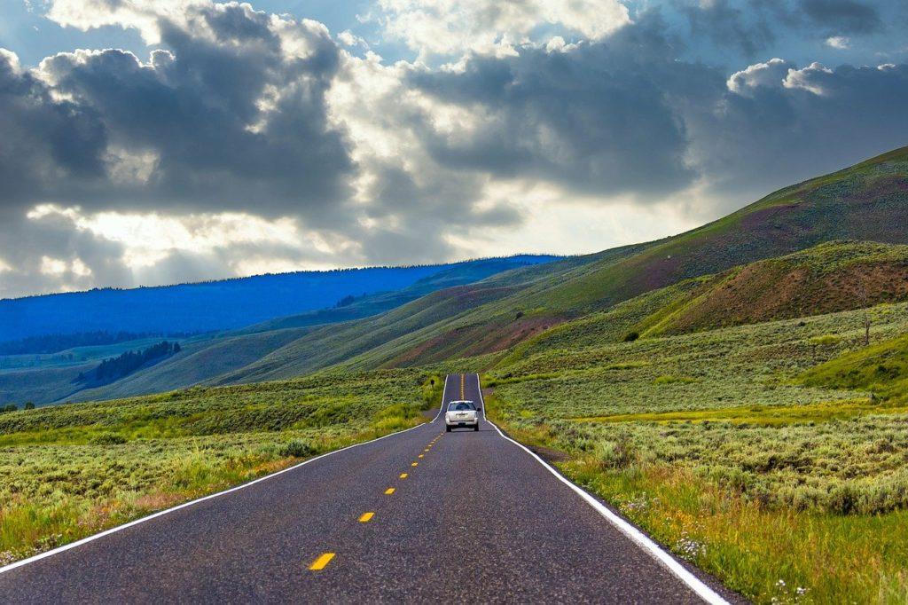 Highway Road Car Vehicle Road Trip  - MOHANN / Pixabay